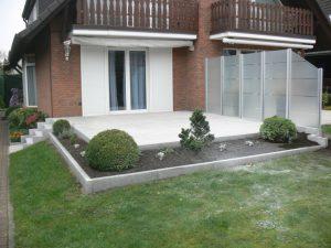 Terrasse: Platten, Treppe und Einfassungen aus Granit